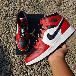 Nike Air Jordan 1 Mid OG Chicago Black Toe GS